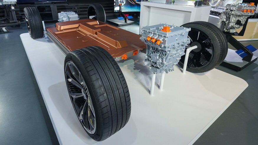 GM Targets Range and Battery Cost Improvements to Accelerate All-Electric Future